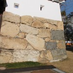 爆破された石垣