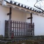 土塀の石落し城内側